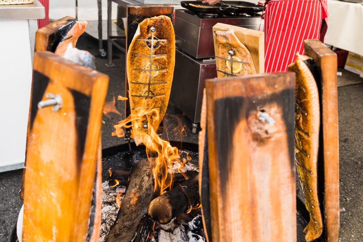 Frisch zubereiteter Flammlachs von Christoph Klare