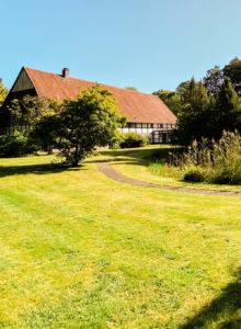 Malerischer Garten am Ramselhof